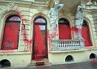 Zniszczone witryny sklepu Macieja Zienia przy Mokotowskiej