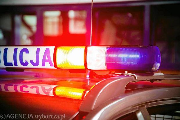 27.07.2011 BIALYSTOK , LODOWISKO MOSIR . POLICJA . FOT . JEDRZEJ WOJNAR / AGENCJA GAZETA  SLOWA KLUCZOWE: KOGUT RADIOWOZ POLICJANT SYGNAL /FR/