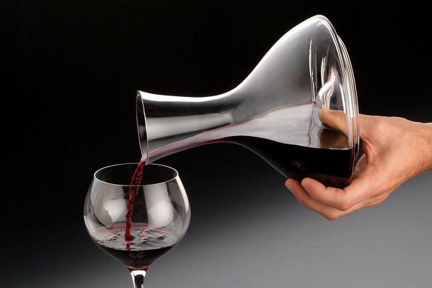Wszystko do wina: kieliszki, karafki, korkociągi. Sztuka podawania wina