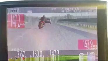 Motocyklista jadący z prędkością ponad 150 km/h ul. Ściegiennego w Kielcach.