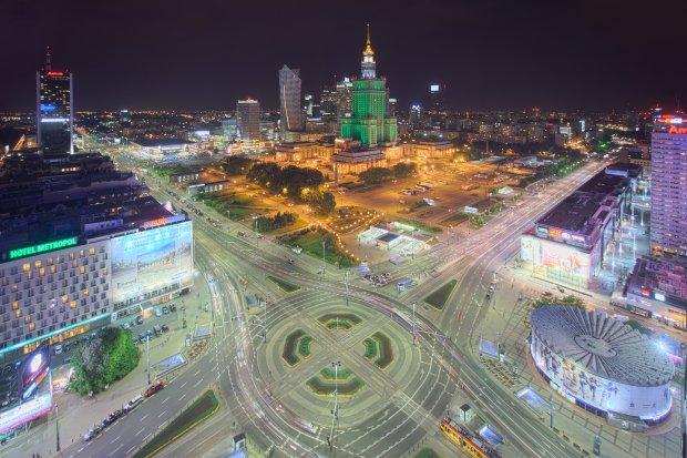 Rondo Romana Dmowskiego w centrum Warszawy, widziane z wieżowca Novotelu, fot. Maciej Margas