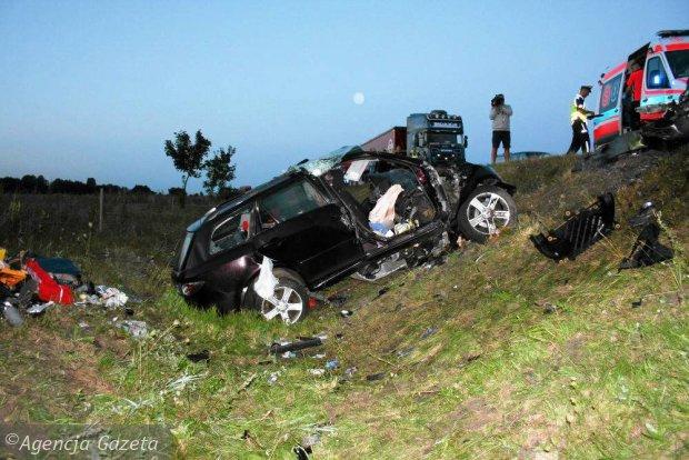Tragiczny wypadek: nie �yj� trzy osoby [ZDJ�CIA]