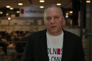 """""""Tu, w Gazecie Wyborczej będzie bastion wolnego słowa"""" - mówi Jarosław Kurski, komentując zapowiedź demonstracji pod siedzibą GW w 34. rocznicę wprowadzenia Stanu Wojennego"""