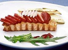 Łosoś zapiekany z truskawkami - ugotuj