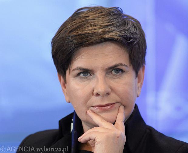 Premier Beata Szyd�o skrytykowa�a zar�wno postaw� Andrzeja Rzepli�skiego, prezesa TK, jak i dzia�alno�� KOD