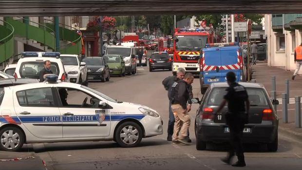 Francja: Atak na ko�ci� w Normandii. Napastnicy brutalnie zabili ksi�dza