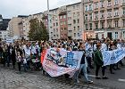 Wrocławianie wspierają protest lekarzy. Marsz poparcia szedł ulicami miasta [RELACJA, ZDJĘCIA]