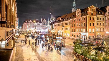 Jarmark Bożonarodzeniowy we Wrocławiu nocą
