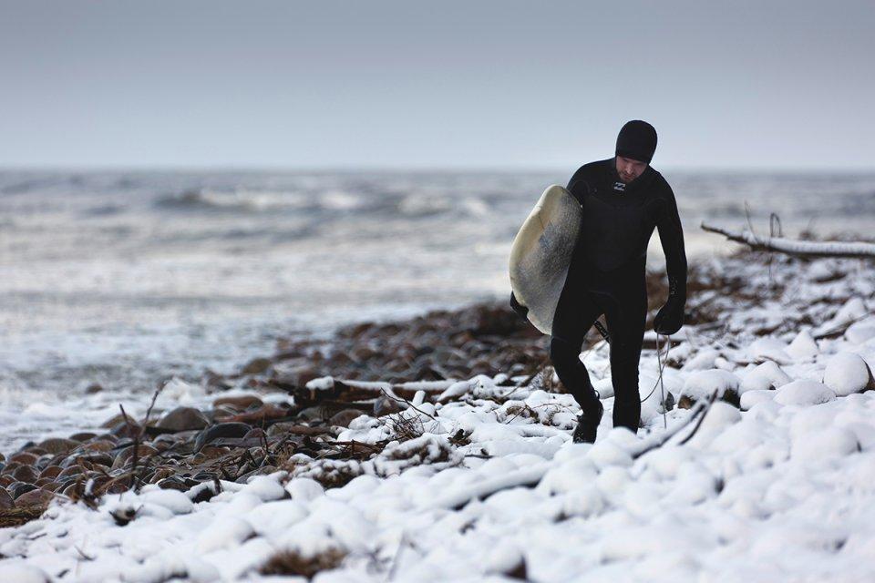 Zdjęcie numer 0 w galerii - Zimowy surfing na Bałtyku. Czekając na sztorm [GALERIA]