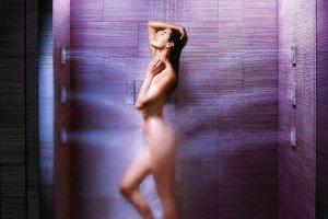 Masaż pod prysznicem, czyli o panelach hydromasażowych prawie wszystko