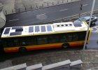 Autobusy z bateriami s�onecznymi na dachu. W Warszawie