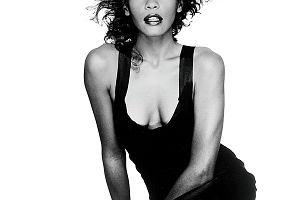 """Film o Whitney Houston pokazuje: chociaż wielokrotnie śpiewała """"Greatest Love of All"""", tej miłości zabrakło"""