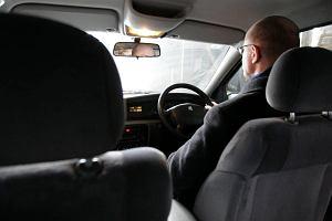 Czy można w Polsce zarejestrować auto z kierownicą po prawej stronie? Można, ale czy to się opłaca?