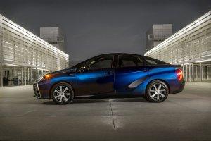 Toyota zwi�ksza produkcj� wodorowego modelu Mirai