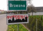 W świąteczny poniedziałek na tablicy pod nazwą miejscowości Brzezna ktoś wypisał oskarżenie