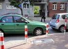 Kierowca wygrał z zarządem dróg, który ukarał go za parkowanie na dziko [SONDAŻ]