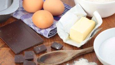 Tłuszcze trans sprzyjają miażdżycy i chorobom nowotworowym, szczególnie układu pokarmowego