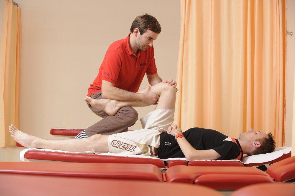 Kontuzje kolan to jedne z częstszych urazów, które przytrafiają się biegaczom