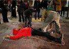 6 mln dol. dolar�w dla rodziny Afroamerykanina uduszonego przez policjanta. Jego �mier� wywo�a�a wielkie protesty w USA