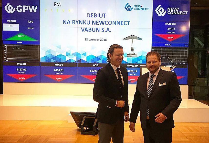 Radosław Majdan na GPW (po lewej)