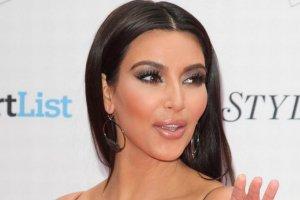 Kardashian kolejn� ofiar� wycieku nagich zdj��. Hakerzy opublikowali jeszcze wi�cej prywatnych fotografii i film�w gwiazd