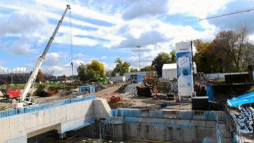 Urządzenie do mrożenia gruntu ciekłym azotem na budowie metra na Powiślu
