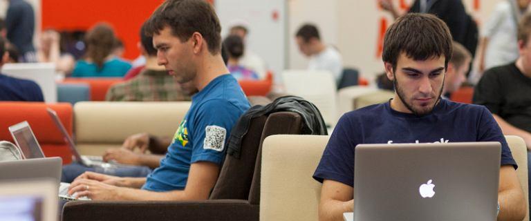 Internet rz�dzi �wiatem. Pierwszy raz w historii 5 najwi�kszych firm to sp�ki technologiczne