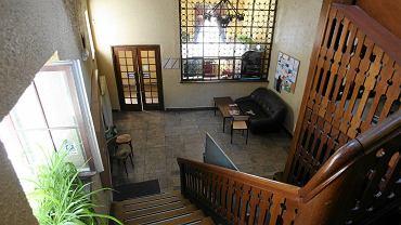 Wnętrze zabytkowej stajni w czasach, gdy mieścił się tu Instytut Filologii Germanskiej US