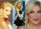 """Od 4 pa�dziernika 1990 roku kiedy to wyemitowano pierwszy odcinek """"Beverly Hills 90210"""", min�o ponad 25 lat. Nic dziwnego, �e Tori Spelling, jedna z g��wnych aktorek serialowego hitu, zmieni�a si�. Jednak tu nie tylko czas wp�yn�� na jej wygl�d. Przede wszystkim drastyczne i niezbyt udane zmiany zafundowa�a sobie sama. Dzi� w niczym nie przypomina ju� Donny Martin, kt�r� gra�a."""