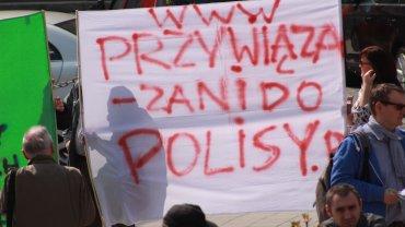 """Manifestacja Stop Bankowemu Bezprawiu. Warszawa 25 kwietnia 2015 r. Wzięli w niej udział m.in. osoby """"wrobione"""" w polisy inwestycyjne."""
