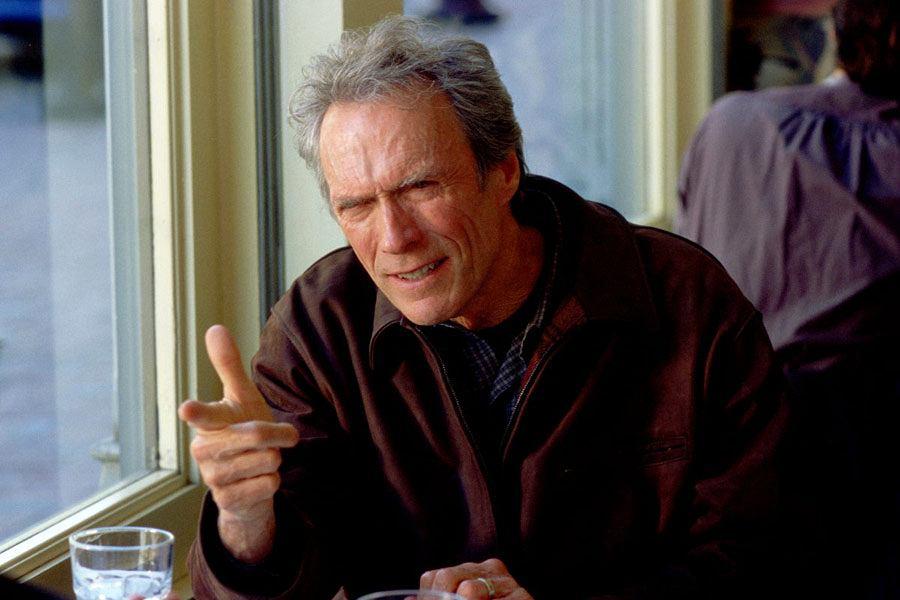 Clint Eastwood. Kadr z filmu 'Prawdziwa zbrodnia'