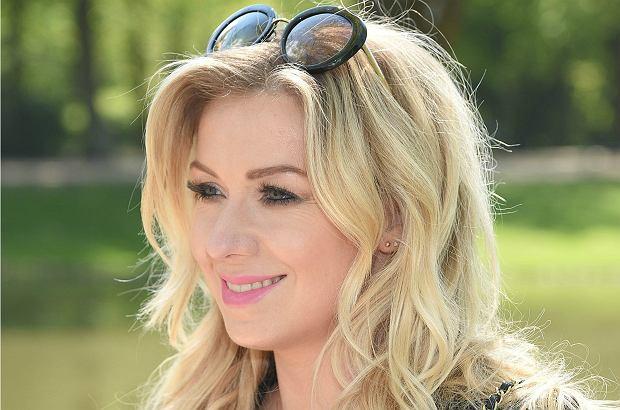 Kasia Cerekwicka zaskoczyła swoich fanów, wrzucając do sieci zdjęcie w brązowych włosach. Jak Wam się podoba jej metamorfoza?