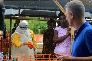 """Reporter CNN dla """"Wyborczej"""": Sierra Leone nie potrafi poradzić sobie z epidemią [KORESPONDENCJA]"""