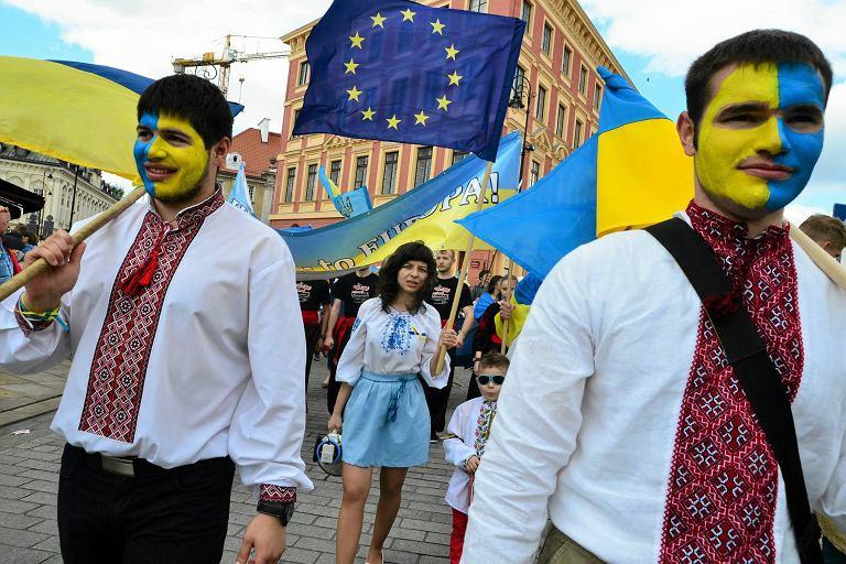 Ukraińcy na Paradzie Schumana w 2014 roku. Wtedy składki do ZUS płaciło 40 tysięcy, dziś już ponad 300 tysięcy z nich