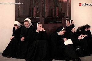 """Ślubują życie w ubóstwie i całkowite poświęcenie Kościołowi. Dlaczego zostają zakonnicami? Autorka książki """"Zakonnice odchodzą po cichu"""" w """"Studiu Dużego Formatu"""""""
