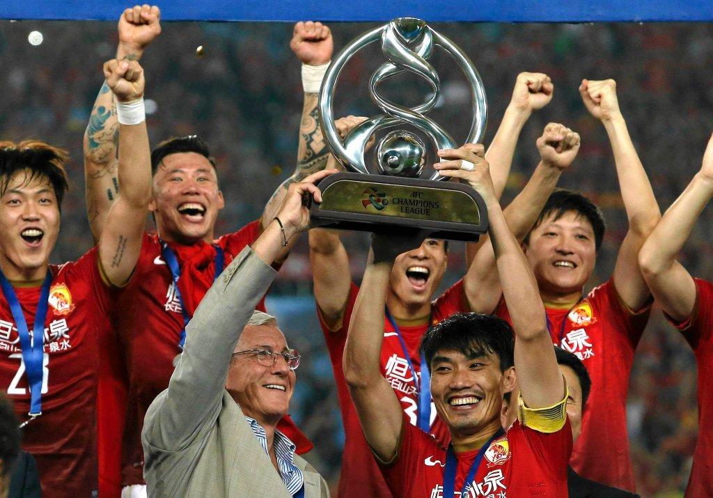 Piłkarze Guangzhou Evergrande po wygraniu azjatyckiej Ligi Mistrzów w 2013 r.