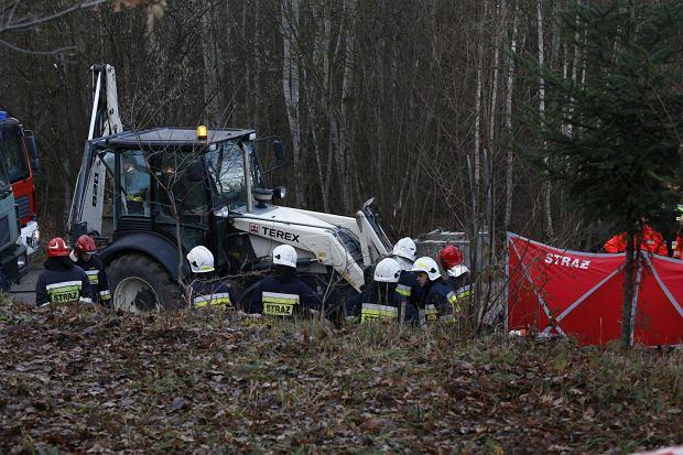 Opel zderzył się z koparką. Zginęły cztery osoby
