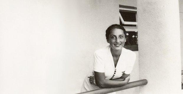 Zuzanna Ginczanka (1917-44), właściwie Sara Polina Gincburg. Jej pierwszym językiem był rosyjski, a polską poetką została ponoć pod wpływem wierszy Juliana Tuwima. W międzywojennej Polsce nazywano ją nawet niekiedy 'Tuwimem w spódnicy', choć w jej wierszach doszukano się również wpływów Bolesława Leśmiana.