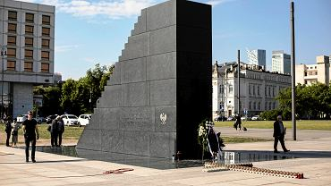 Pomnik smoleński na placu Piłsudskiego