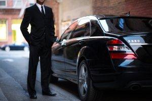 Uber zakazany w kolejnym kraju. Za przewo�enie pasa�er�w grozi nawet wi�zienie. Taks�wkarze si� ciesz�