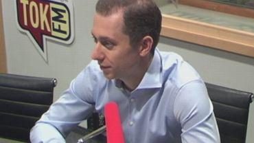 Cezary Tomczyk w studiu radia TOK FM
