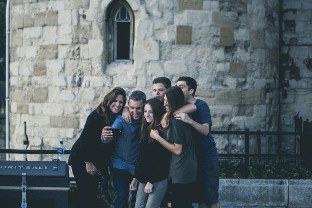 Zgrana paczka przyjaciół to najlepsze, co może cię w życiu spotkać (fot. Pexels.com CC0)