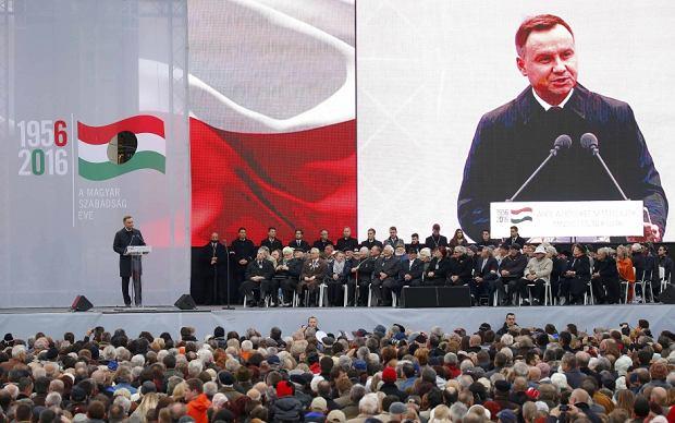 """Samotny Duda w Budapeszcie. """"Europa Zachodnia nas nie rozumie"""". W tle gwizdy i krzyki: """"Dyktator!"""""""