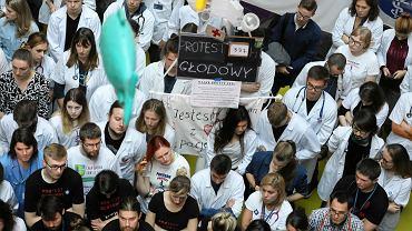 Protest lekarzy rezydentów w Dziecięcym Szpitalu Klinicznym. Warszawa, 16 października 2017