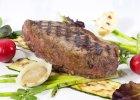 Stek z antrykotu i wiosenne warzywa z grilla. Cisowianka. Gotujmy zdrowo - mniej soli