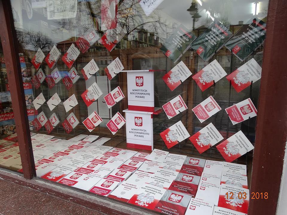 Zdjęcie numer 6 w galerii - Księgarka przywitała Andrzeja Dudę wystawą wypełnioną konstytucjami