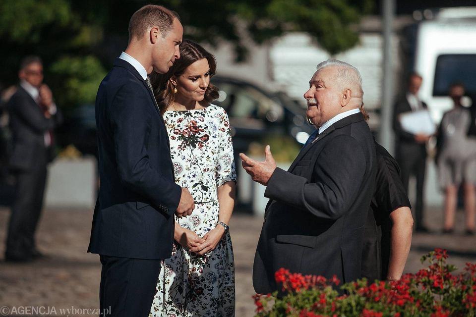 Zdjęcie numer 1 w galerii - Para książęca spotkała się z Wałęsą. Przywitały ją też transparenty o demokracji w Polsce