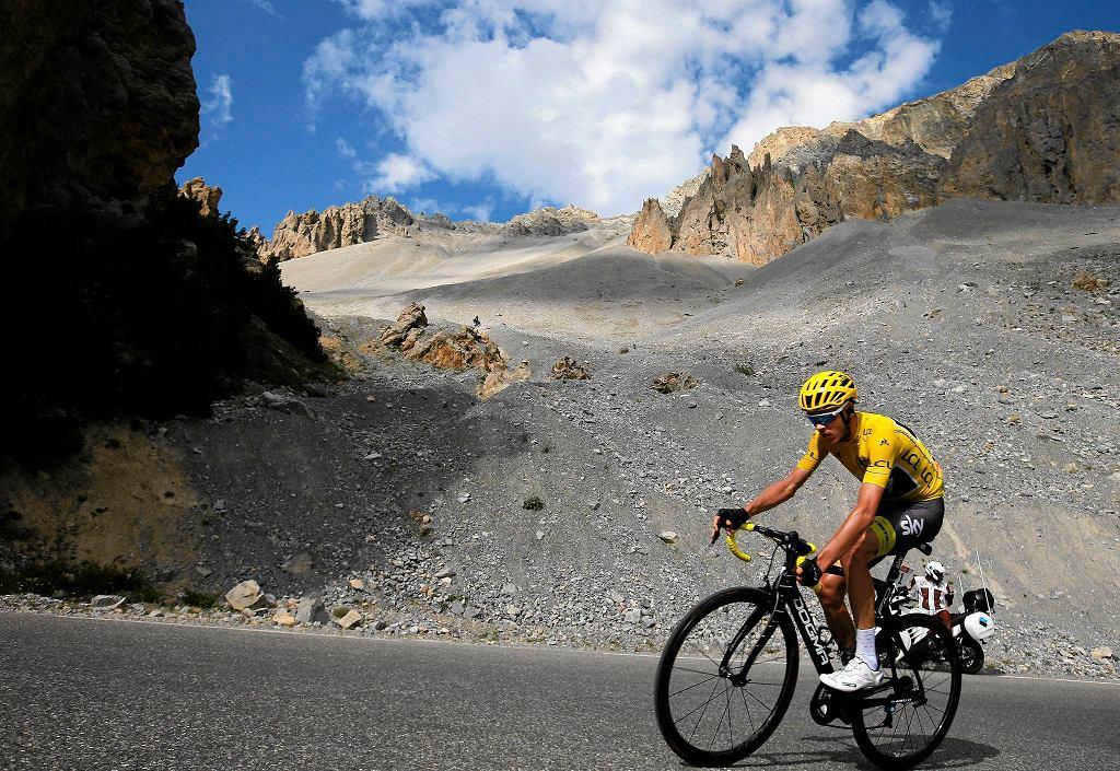 Chris Froome podczas podjazdu na Col d'Izoard
