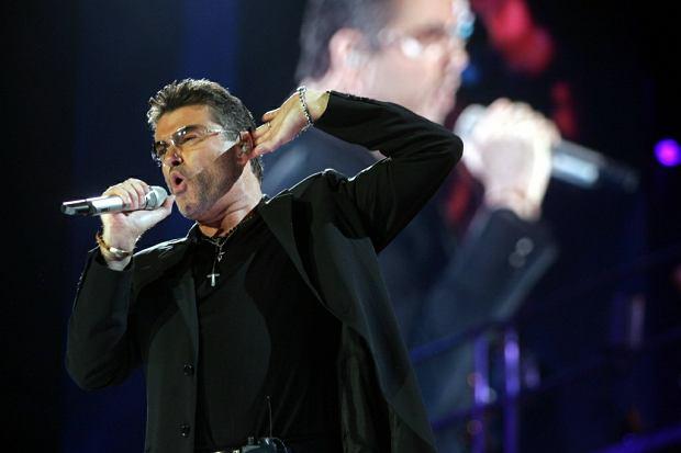 George Michael - ikona muzyki pop, zmarł niedawno w swoim domu w Goring-on-Thames, w Wielkiej Brytanii. Muzyk zmarł z powodu niewydolności serca. Od 2011 roku artysta skarżył się na różne choroby, między innymi infekcje wirusowe i poważne zapalenie płuc, z powodu którego w 2011 roku zostało odwołanych wiele jego koncertów.