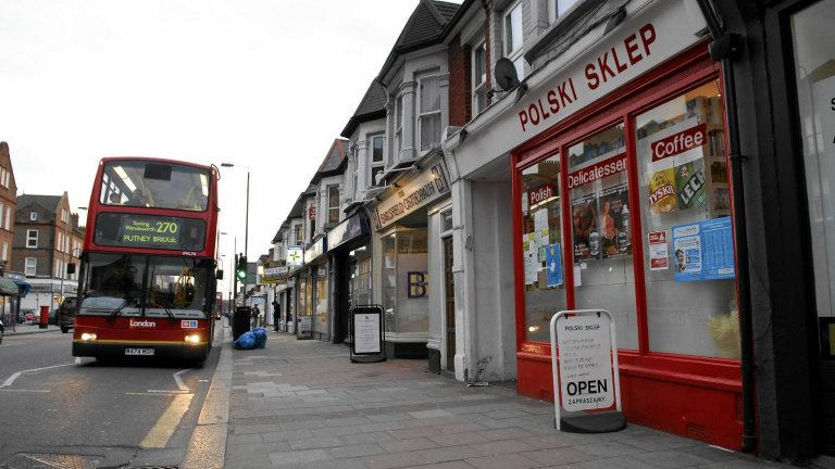 W 2015 r. brytyjskie obywatelstwo przyznano 3763 Polakom. Na zdjęciu polski sklep w Londynie, 2008 r.
